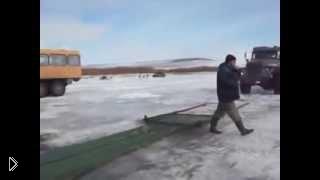Смотреть онлайн Ловля рыбы сетями с применением грузовой техники