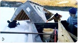 Смотреть онлайн Деревянный домик скользящий по льду