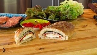 Смотреть онлайн Рецепт приготовления вкусного сэндвича с ветчиной