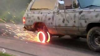 Смотреть онлайн Эффектное полное прогорание покрышки