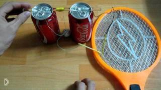 Смотреть онлайн Колокольчик из банок колы и мухобойки