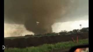 Смотреть онлайн Торнадо в США разбило дом в щепки 1 июля 2014