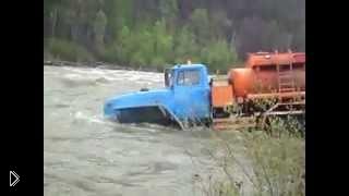 Смотреть онлайн Нелегкий труд грузовиков на бездорожье Севера