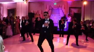 Смотреть онлайн Свадебный танец жениха и друзей: подарок невесте