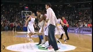 Смотреть онлайн Баскетболисты рано отпраздновали победу в игре