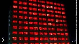 Смотреть онлайн Крутой флешмоб с окнами здания общаги
