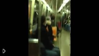 Смотреть онлайн Случайный дуэт двух саксофонистов в метро