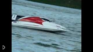 Смотреть онлайн Безумные гонки на катерах