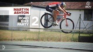 Смотреть онлайн Парни выполняют крутые трюки на своих велосипедах