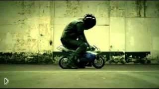Смотреть онлайн Оптическая иллюзия с размером мотоцикла