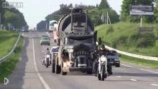 Смотреть онлайн Дьявольский грузовик на дороге