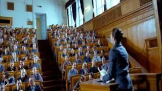 Смотреть онлайн Песня из фильма «Стиляги» «Скованные одной цепью»