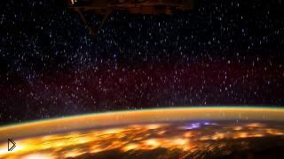 Смотреть онлайн Планета Земля вид северного сияния из космоса