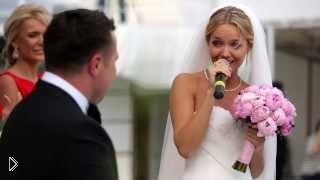 Смотреть онлайн Невеста поет на свадьбе жениху