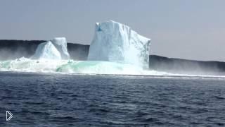 Смотреть онлайн Крушение айсберга прямо перед лодкой