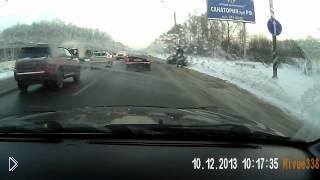 Смотреть онлайн Подборка: водители объезжают пробки по обочине