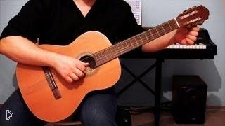 Смотреть онлайн Как правильно настроить 6 струнную гитару на слух