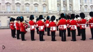 Смотреть онлайн Британская гвардия исполняет OST