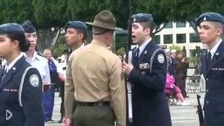 Смотреть онлайн Сержант американской армии муштрует курсанта