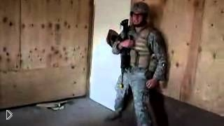 Смотреть онлайн Как американский спецназ выбивает двери