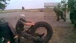 Смотреть онлайн Солдаты устроили мотогонки