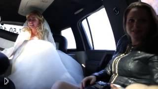 У невесты началась истерика в лимузине из-за подруги - Видео онлайн