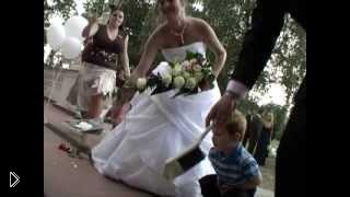 Прикол на свадьбе: красивое падение подруги невесты - Видео онлайн