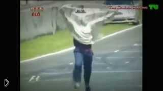 Смотреть онлайн Подборка сумасшествий на гонках Формула 1