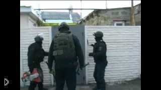 Смотреть онлайн Полиция осуществляет задержание наркодилеров