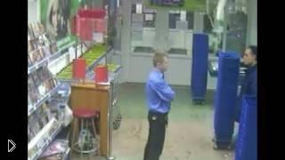 Смотреть онлайн Драка охранников и посетителей супермаркета