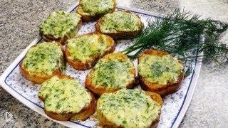 Смотреть онлайн Как готовить гренки из батона с яйцом, сыром и укропом
