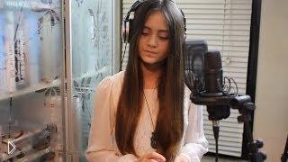 Смотреть онлайн Жасмин Томпсон поет песню Кристины Агилеры