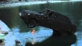 Смотреть онлайн После 5 лет розыска автомобиль найден на дне реки