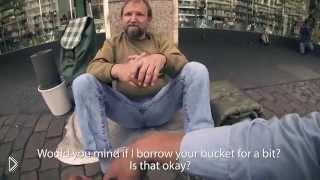 Смотреть онлайн Три студента помогли бездомному собрать больше денег