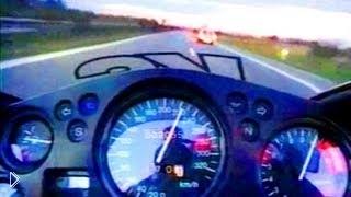Смотреть онлайн Мотоцикл расходует бак бензина на скорости 300 км/ч