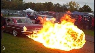 Смотреть онлайн Выброс пламени на разогреве перед гонками