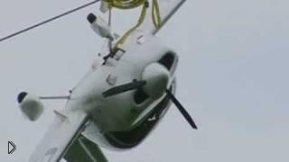 Смотреть онлайн Самолет врезается в линию электропередач