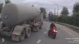 Смотреть онлайн Подборка фейлов на мотоциклах