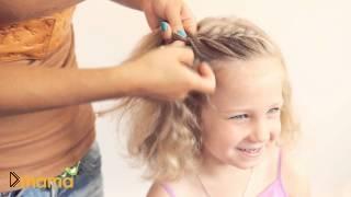 Смотреть онлайн Детская выпускная прическа для маленькой девочки
