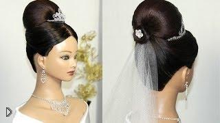 Смотреть онлайн Свадебная высокая прическа на средние волосы