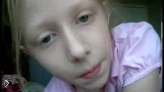 Дверь шкафа упала на маленькую девочку - Видео онлайн