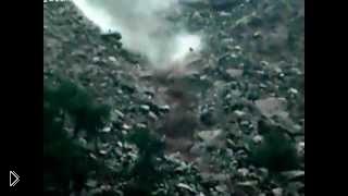 Беспощадная природа: сход оползня на жилое селение - Видео онлайн