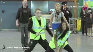 Смотреть онлайн Красивого флешмоб в аэропорту
