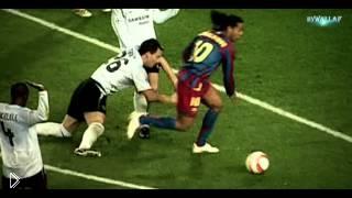 Смотреть онлайн Лучшие моменты футбольной карьеры Роналдиньо
