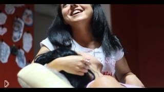 Смотреть онлайн Девушка кричит от боли в тату салоне