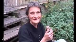 Реакция бабульки когда у нее отбирают коноплю - Видео онлайн