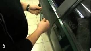 Смотреть онлайн Как открыть закрытую машину без ключа