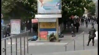 Смотреть онлайн Расстрел людей в Мариуполе 9 мая 2014 года