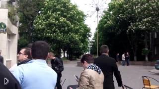 Смотреть онлайн Стрельба в Мариуполе украинских войск 9 мая
