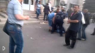 Смотреть онлайн Расстрел мирных людей в Красноармейске май 2014